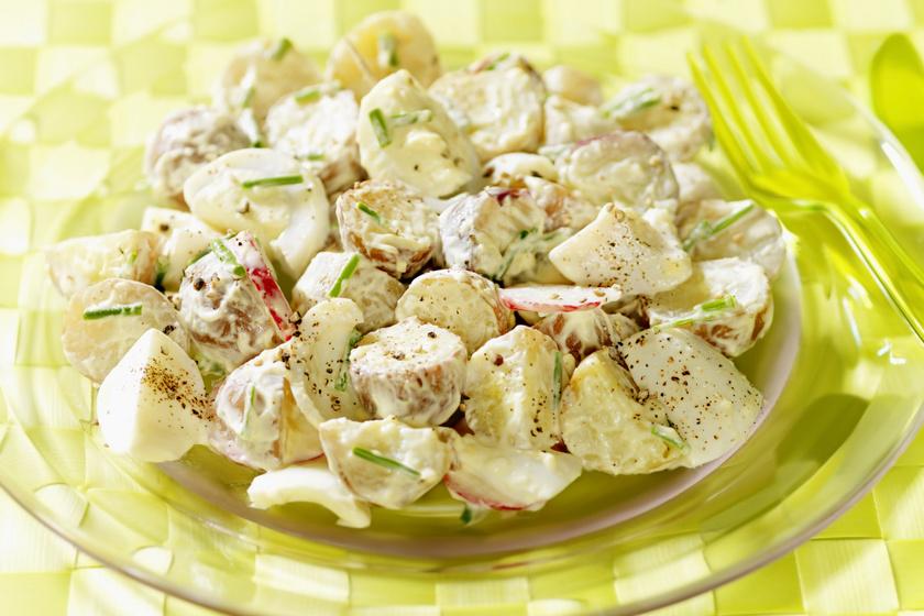 Snidlinges krumplisaláta roppanós retekkel: isteni köret villámgyorsan