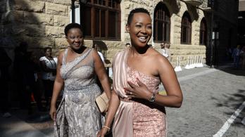 Az Instagram leplezte le a korlátozásokat megszegő dél-afrikai minisztert