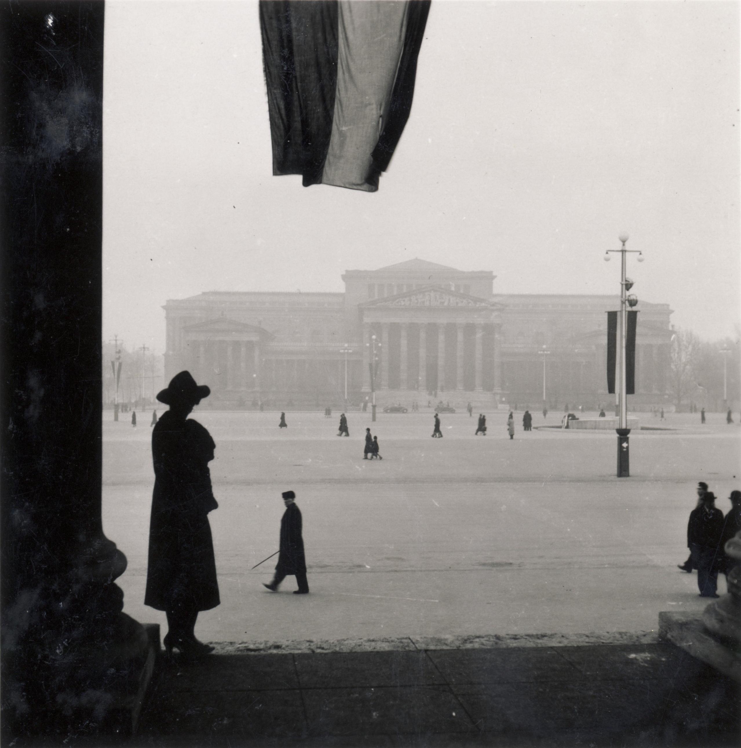 Melyik mai budapesti téren készült a fotó?