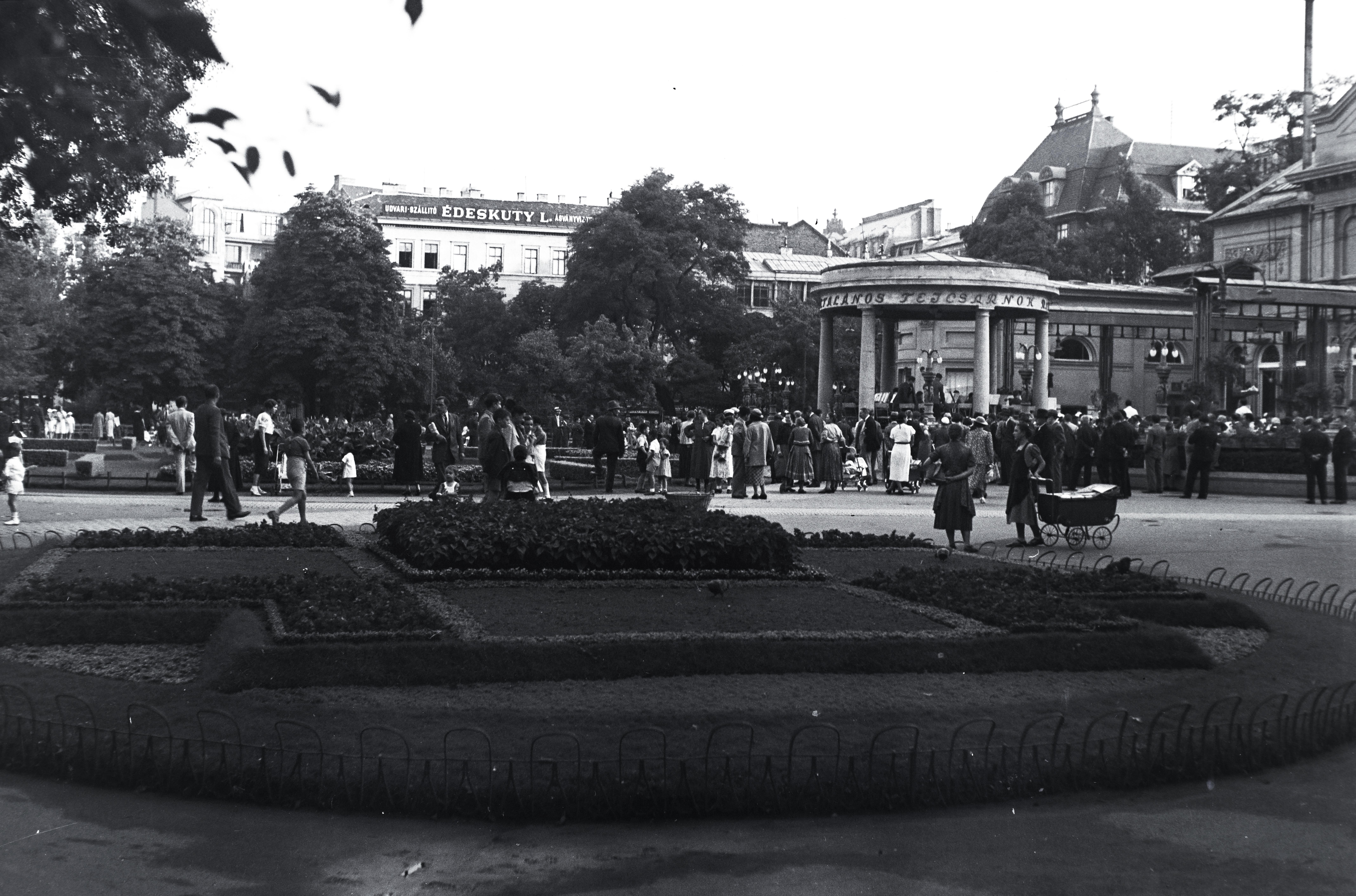 Melyik belvárosi tér látható a képen?