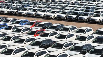 Kevesebb mint felére estek vissza az autóeladások Nyugat-Európában