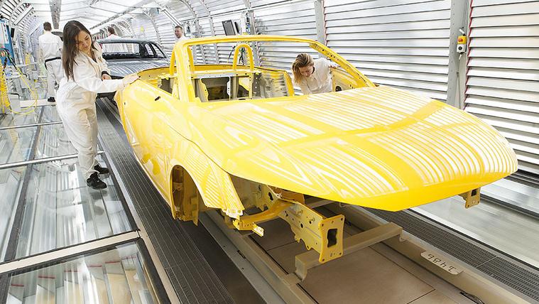 Így segítenek a hazai autóimportőrök, autógyárak