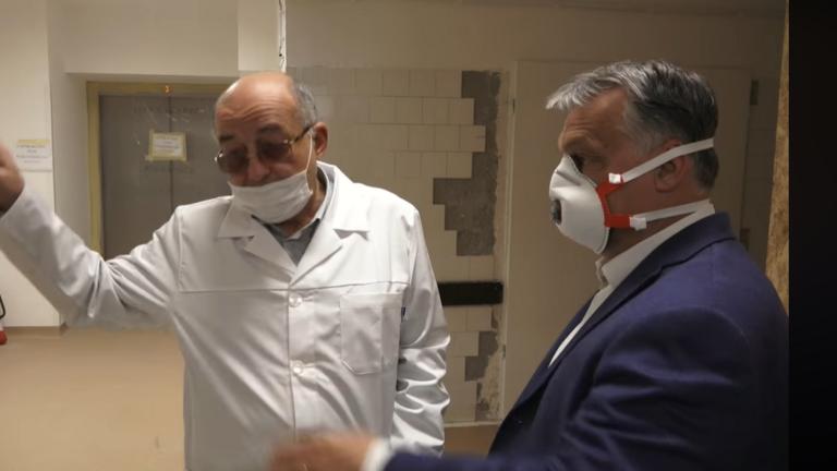 Orbán lepukkant kórházas videóját szétszedi az ellenzék