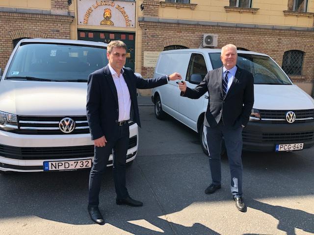A A Volkswagen egyrészt két Transporterrel segíti a Dél-Pesti Centrumkórház – Országos Hematológiai és Infektológiai Intézet koronavírus járvány elleni kiemelkedően fontos munkáját