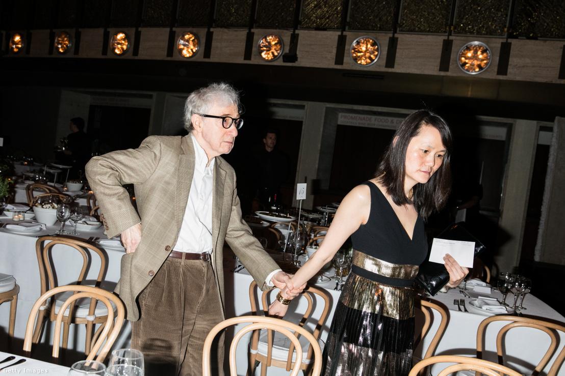 Woody Allen a 2017-es Youth America Grand Prix átadóján feleségével, Soon-Yi Previnnel