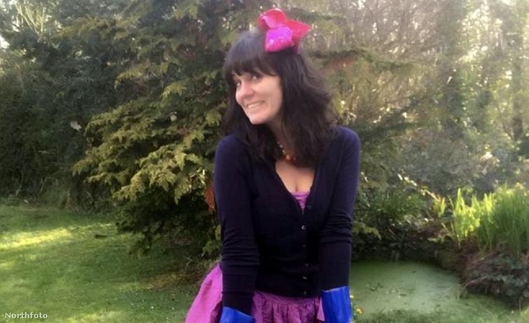 1. Angie Emrys-Jones fekete-lilában a szeméttel