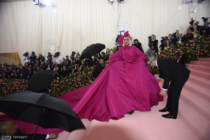 Lady Gaga alakítja majd a fekete özvegy szerepét