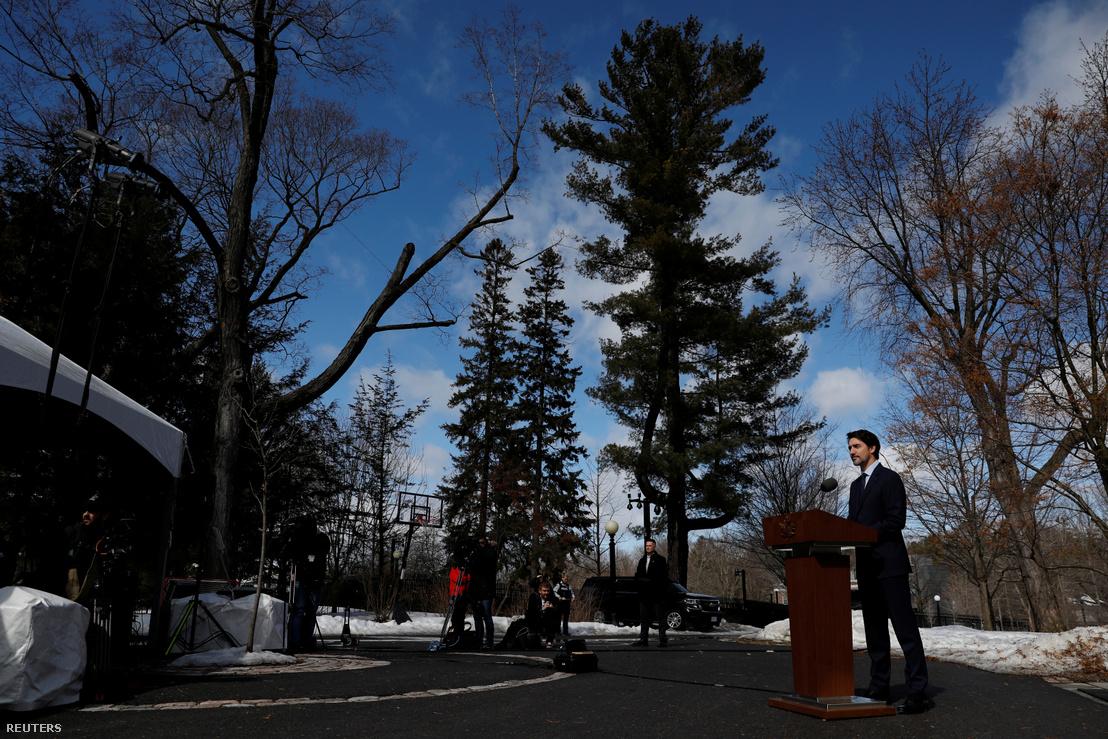 Justin Trudeau sajtótájékoztatót tart a Rideau Cottage-nél, Ottawában március 13-án