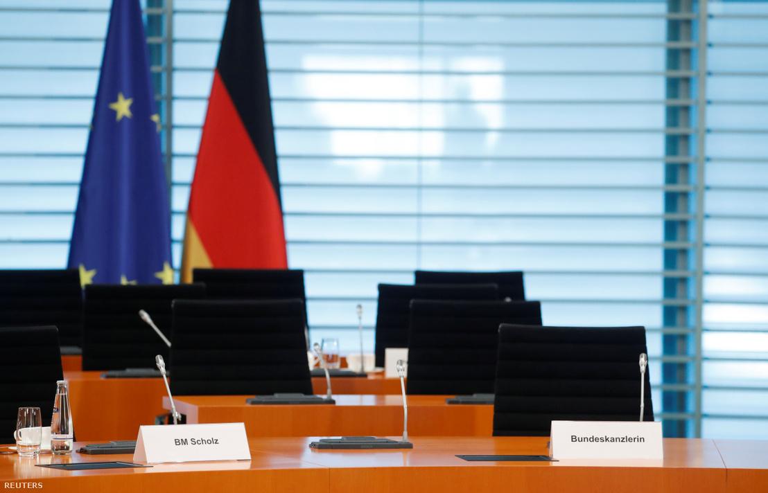 A német kancellár, Angela Merkel üres széke 2020. április 1-én, az aznapi heti kormányülés előtt.
