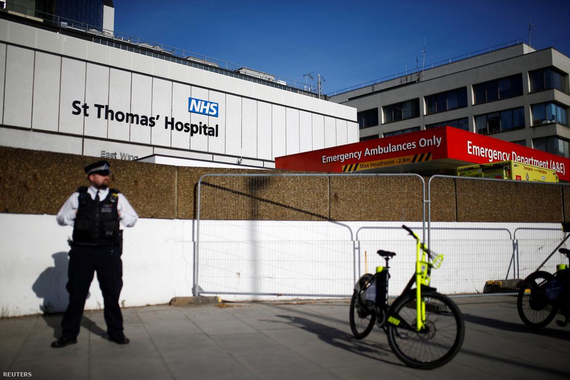 A londoni St Thomas' Kórház kívülről április 7-én. Ide feküdt be a koronavírusos Boris Johnson.