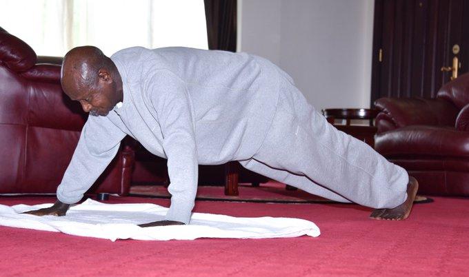 ugandaielnök