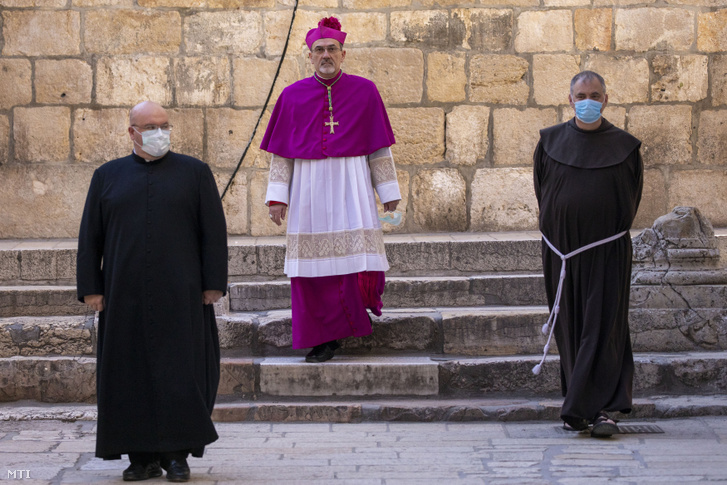 A jeruzsálemi Szent Sír-bazilikához érkezik Pierbattista Pizzaballa olasz érsek, Jeruzsálem latin pátriárkája