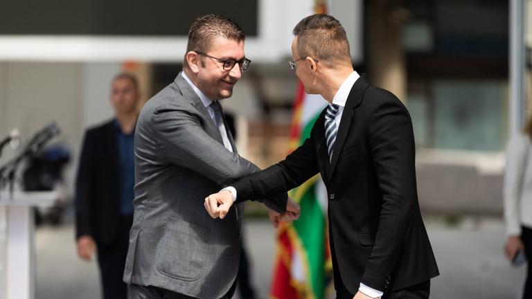 Koronavírusos egy macedón riporter, aki interjúzott egy Szijjártóval is találkozó politikussal