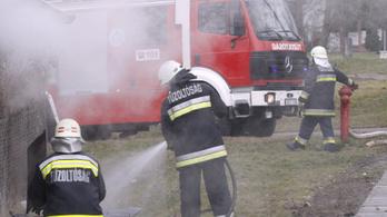 Letartóztatták a nőt, aki nagypénteken haragosaira gyújtott egy házat Miskolcon