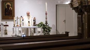 Hívek nélkül tartotta meg Erdő Péter a húsvéti szentmisét a Bazilikában a koronavírus miatt