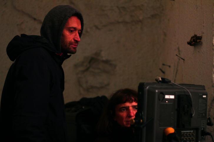 Pohárnok Gergely operatőr és Szabó Réka rendező a Gyászfilm forgatásán 2014-ben