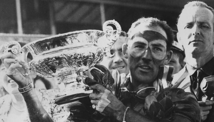 Az egyik brit nagydíjon szerzett győzelme után