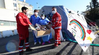 Olaszországban majdnem egy hónap után ismét 500 alá esett az új halálesetek száma
