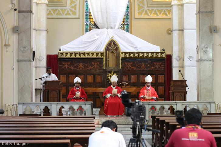 Malcolm Randzsit bíboros misét tart 2020. április 10-én