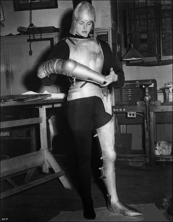 1948-ban Bergman játszotta a címszerepet Victor Fleming Szent Johannájában. Ingridet ekkor jelölték negyedszer Oscarra. Bár akkoriban a kritikusok nem tették szóvá, manapság sokan úgy gondolják, hogy az akkor 33 éves Ingrid túl öreg volt Jeanne d'Arc szerepére.