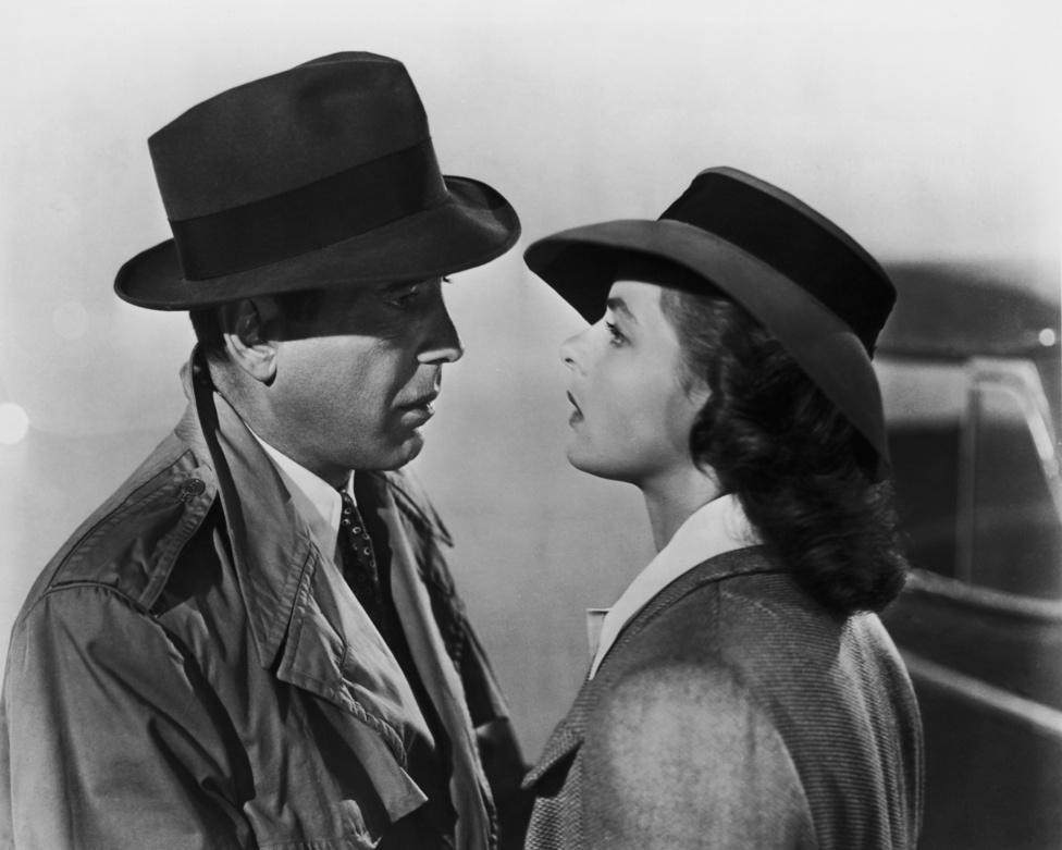 Humphrey Bogart és Ingrid Bergman máig feledhetetlen alakítást nyújtott az 1942-es Casablancában. A filmtörténeti klasszikussá vált alkotást a magyar Kertész Mihály rendezte, művéért Oscar-díjat kapott. A filmet kevesebb, mint egymillió dollárból forgatták, és 3,7 milliós bevételt generált.
