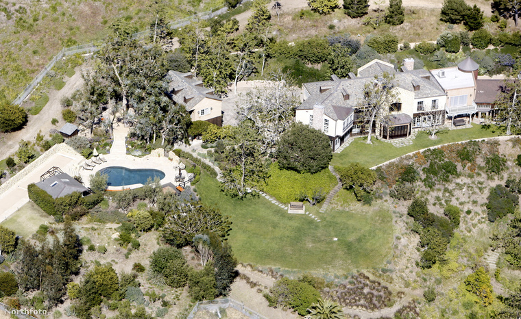 Tegnap megírtuk, hogy Harry herceg és családja megtalálta új otthonát: egy malibui ingatlant választottak, amely Mel Gibsoné volt, de lakott benne David Duchovny is