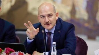 Pánikszerű felvásárlási láz tört ki Törökországban, a belügyminiszter benyújtotta lemondását