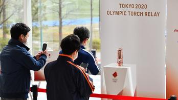 Japánban eldugták az olimpiai lángot