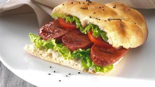 A különleges sajtok rajongói imádni fogják ezt a kéksajtos-sonkás húsvéti szendvicset