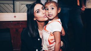Kim Kardashian a fürdőszobába bújt a gyerekei elől, de lebukott