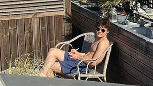 18 éves lett Johnny Depp fia, Lily-Rose Depp félmeztelen fotót posztolt róla