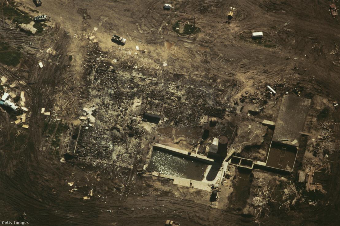 Az ostrom után maradt, porig égett romok