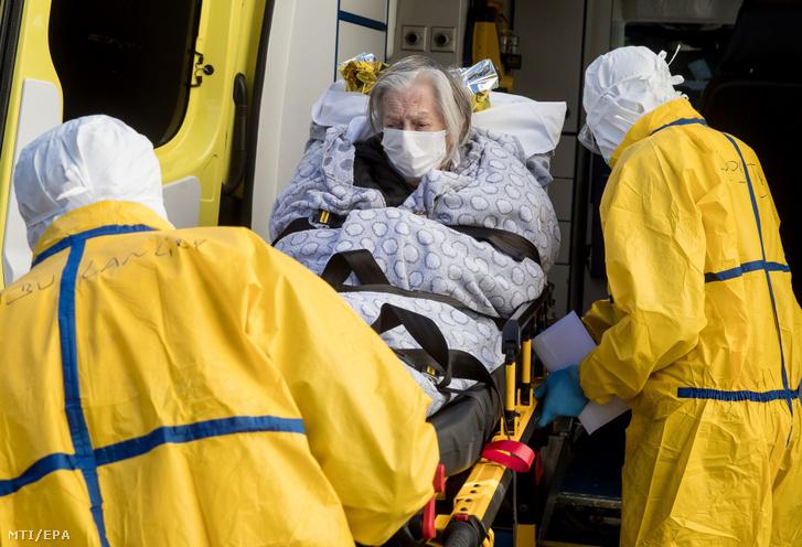 A koronavírus-járvánnyal feltehetően megfertőzés beteget szállítanak a brüsszeli CHU Saint-Pierre kórházba