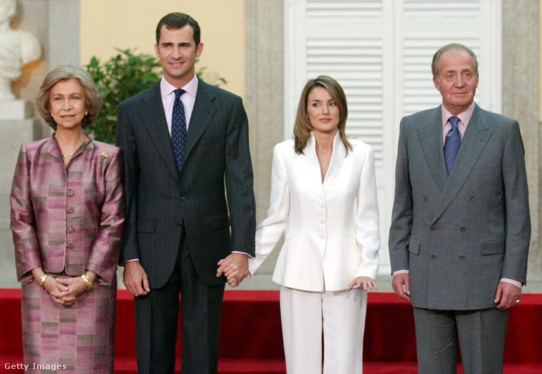 Ez a fotó Fülöp és Letícia eljegyzésének hivatalos bejelentésekor készült