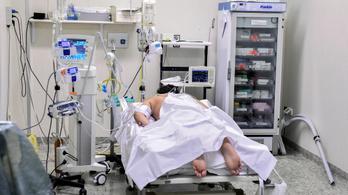 Miért fektetik hasra a koronavírusos betegeket, ha lélegeztetőgépre kerülnek?