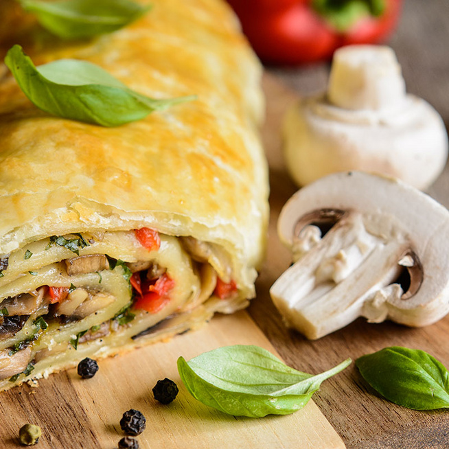 Zöldséges, sajtos rétes leveles tésztából: nagyon egyszerű az elkészítése