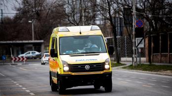 Koronavírusban halt meg egy magyar mentőápoló