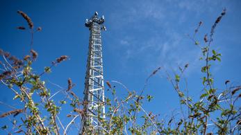 Újabb 5G-tornyokat rongáltak meg a járvány legfárasztóbb konteója miatt