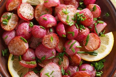 Édesre és krémesre sült retek selymes mustáros-vajas szószban
