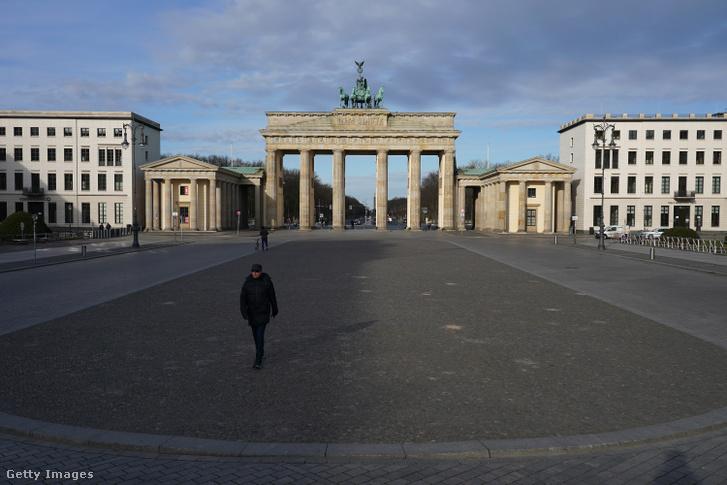 A kihalt Pariser Platz Berlinben 2020. március 30-án