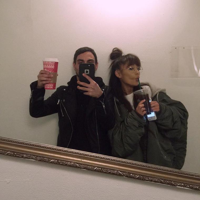Ariana GrandeAz énekesnő szintén aktív hírnöke a vegán életmódnak, emellett pedig aktivista is