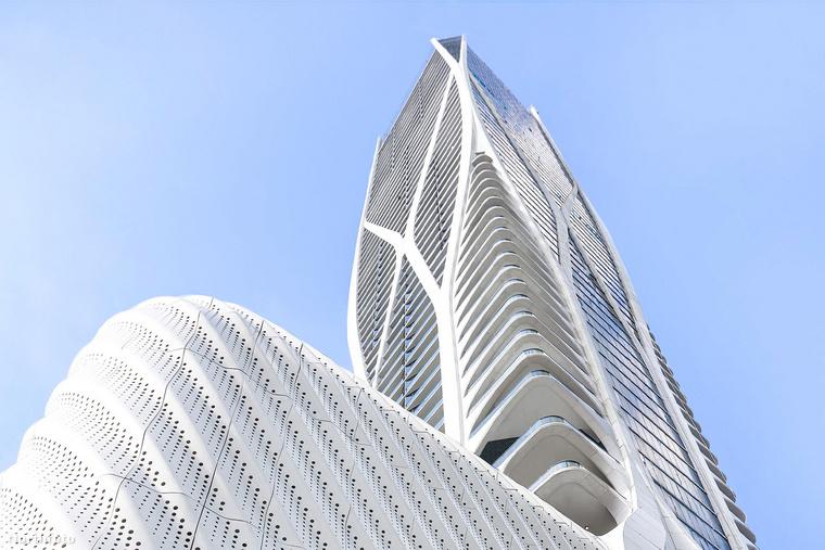 Mielőtt azonban megmutatnánk, hogyan fest az álomlakás, nézzük meg jobban kívülről a One Thousand Museum névre elkeresztelt 62 emeletes felhőkarcolót, ...