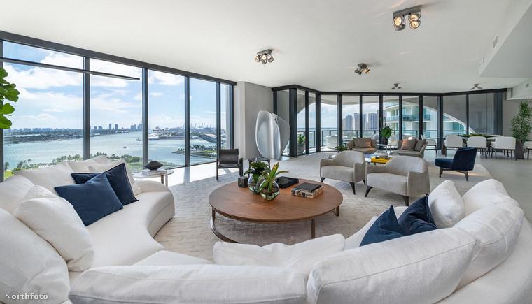 A penthouse-ról még azt érdemes tudnia, hogy január legvégénBerki Krisztián azzal viccelődött, ő is vett egy lakás ebben az épületben, így Beckhamék szomszédja lesz