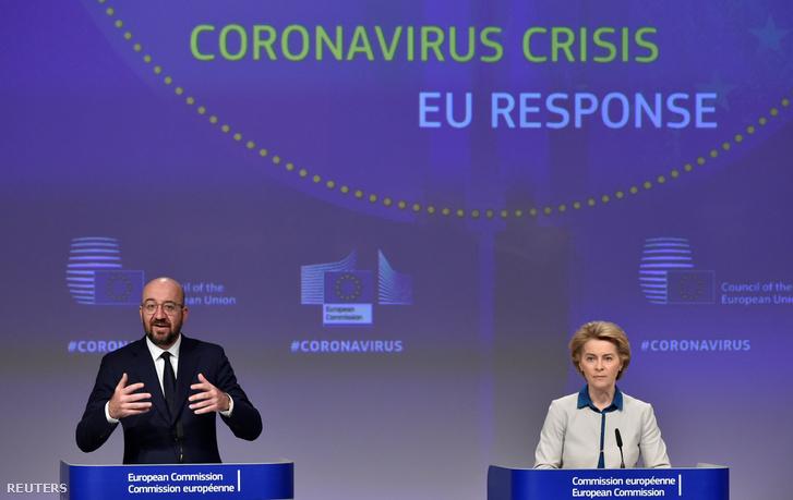 Charles Michel beszél az Európai Bizottság sajtótájékoztatóján, mellette Ursula von der Leyen, az Bizottság elnöke
