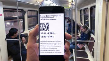 Óriási sorok a moszkvai metrónál, dugók a városban a digitális kijárási engedélyek miatt