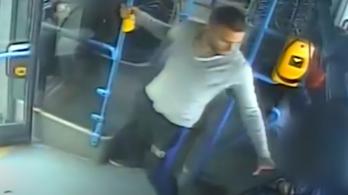 A megállóba érve kitépte a telefont a kőbányai buszon ülő nő kezéből