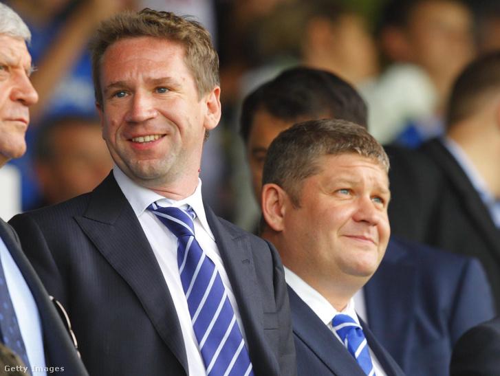 Vlagyimir Antonov (középen) és Roman Dubov (jobb) a Portsmouth-Chelsea felkészülési mérkőzésen a Fratton Parkban 2011. július 16-án.