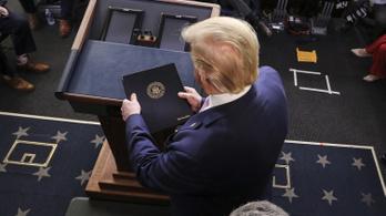 Trump minden csekkre ráíratja a nevét, amit a válság miatt küld a kormány