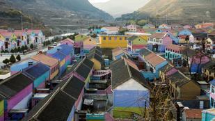 Ez a kínai falu olyan színes, hogy az valószínűleg világrekord