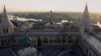 Az üresen tátongó Budapest képeivel üzen a város a turistáknak